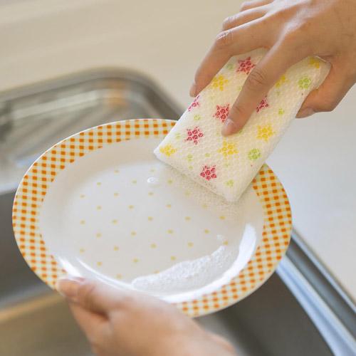 ネットスポンジでお皿洗い♪