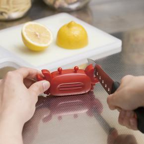 冷蔵庫にピタッと!カニさん包丁研ぎ